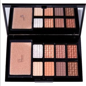 Doucce Freematic Eyeshadow Pro Palette In Nude